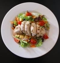 Healthy choices: salad with chicken